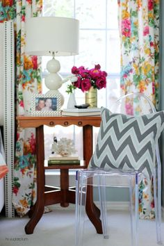 Flower Prints On Living Room Curtains Were All The Rage A Few Decades Ago Thereafter They Saw Decline Flowers Are Gradually Getting Back To