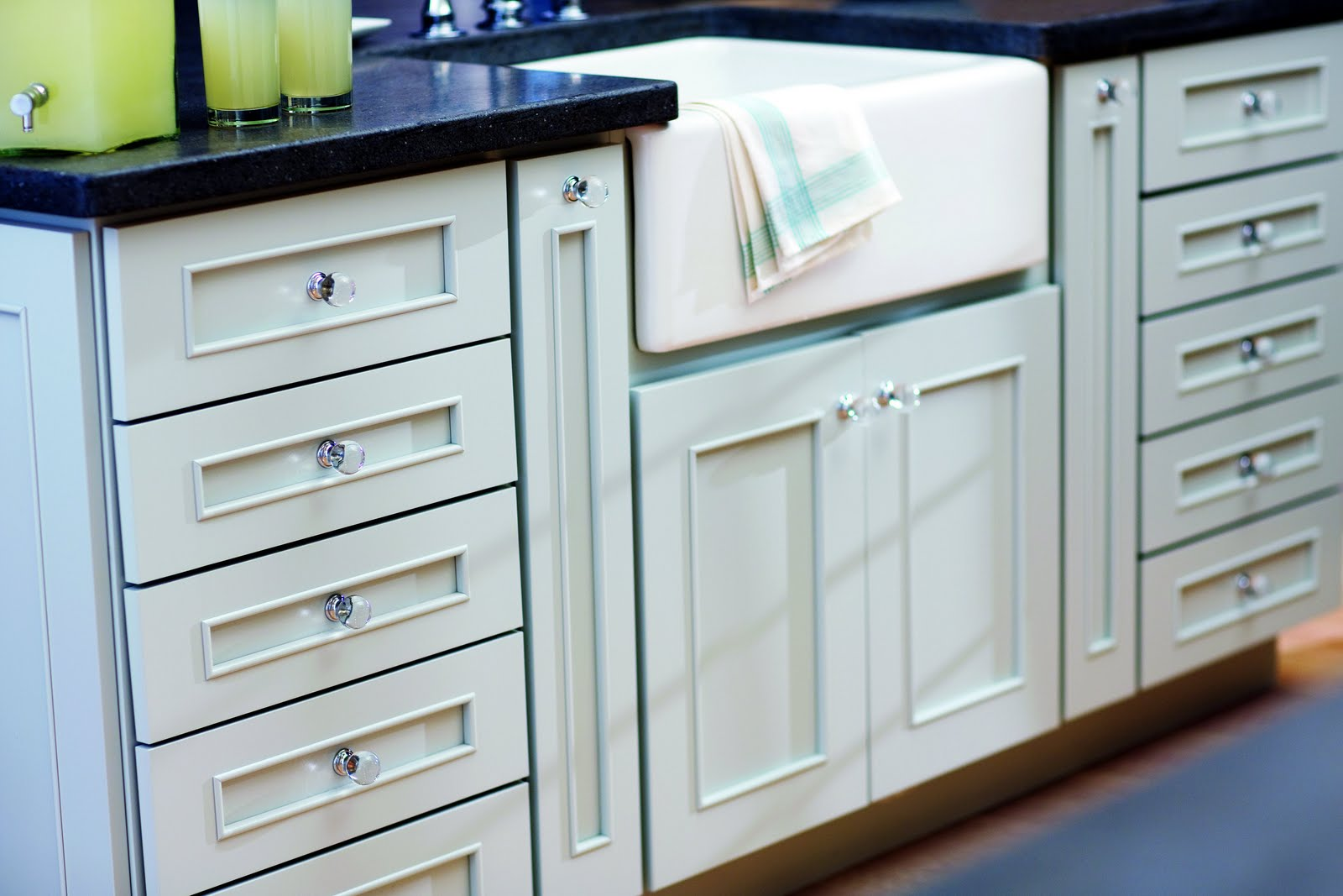 Kitchen Cabinet Handles-5 Top Tips to Help You Choose the Right Ones