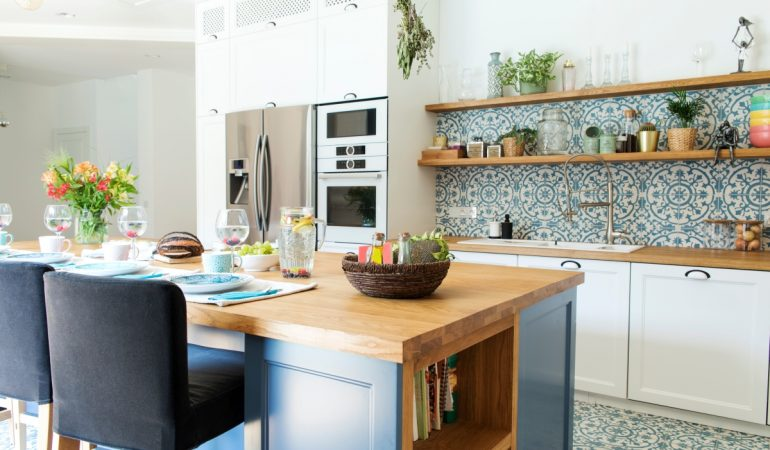 Modular kitchen vs. carpenter-made-kitchens: Pros and cons.